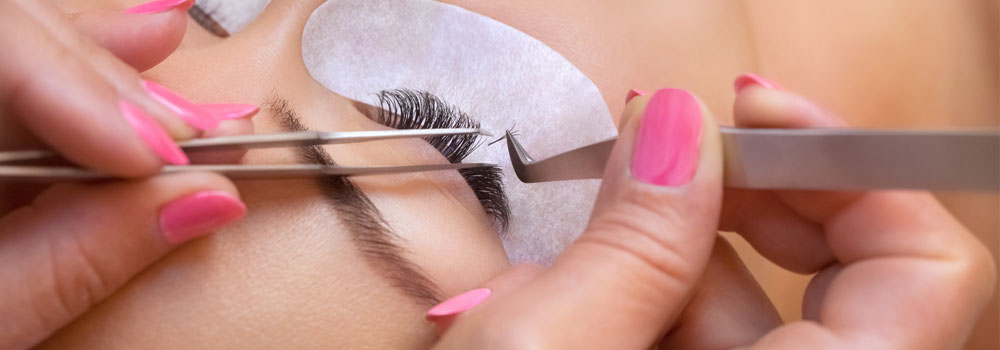 Extension de cils et teinture de sourcils– Salon de beauté à Paris